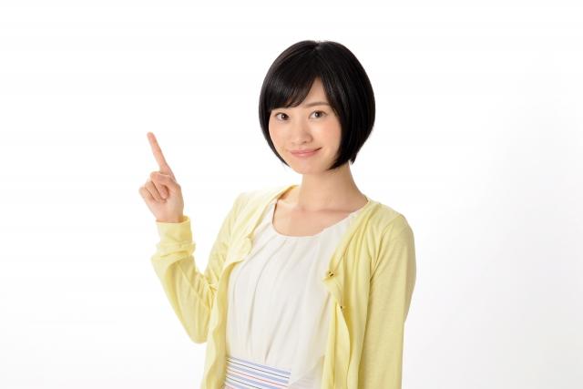 指を立てる就活生の女性2