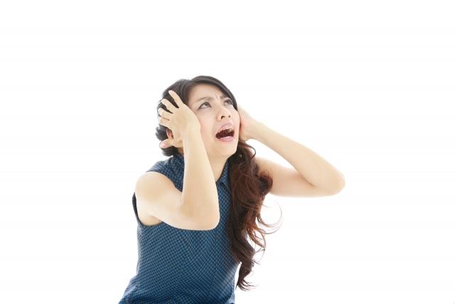 頭を抱える日本人女性2